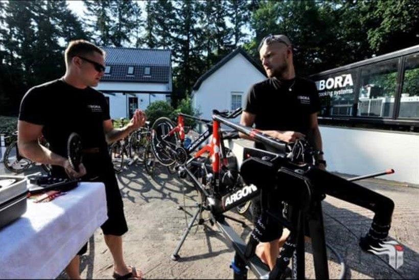 Eestlastest mehaanikud aitasid Tour de France'il rattureid kas või end sõidu ajal autost välja upitades