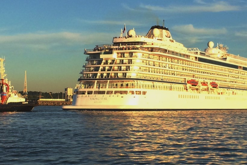 Fotod: Rikkis olnud ristluslaev lahkus Tallinnast