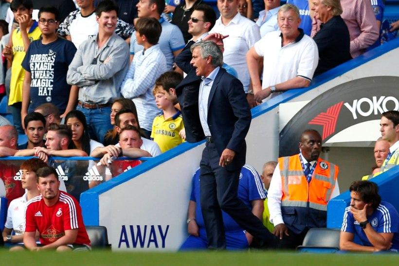 Jose Mourinho pahandas Chelsea meditsiinilise personaliga: mängu tuleb aduda!