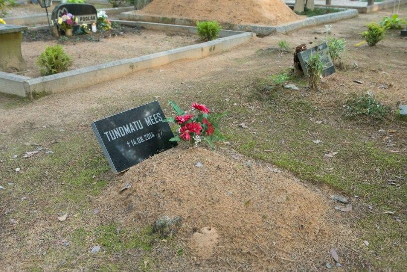 Piiriületamisel surnuks külmunud aafriklase isik on tuvastatud, kuid mehe hauaplaadil seisab endiselt kiri: tundmatu mees