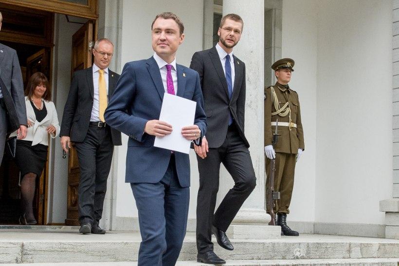 FOTOD | President Ilves pärast uute ministrite ametisse nimetamist: loodan, et valitsus hakkab nüüd täie hooga tööle!