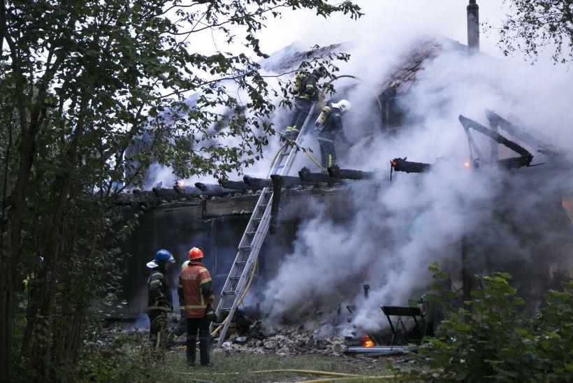 GALERII | Rae vallas põles elumaja, politsei kahtlustab süütamist