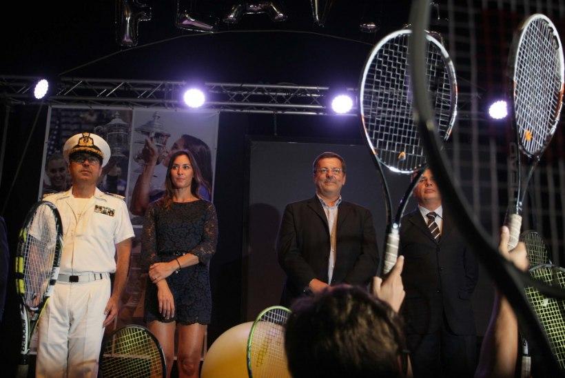 GALERII | Ajaloolise US Openi finaali võitnud ja tennisesõpru šokeerinud itaallannat ootas sünnilinnas tormiline vastuvõtt