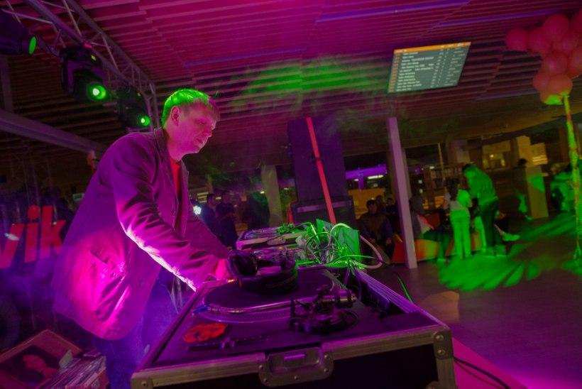 GALERII I  Tallinna bussijaam pani külastajad tantsuplatsil kingi kulutama