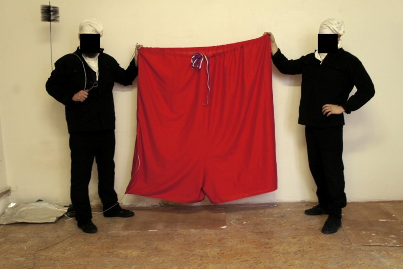 Tšehhi presidendilossi lipuvardas lehvisid punased hiigelaluspüksid