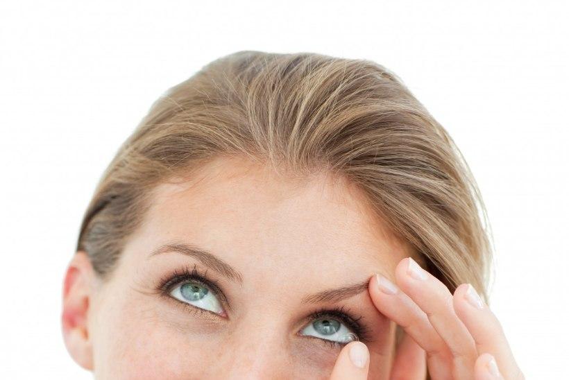Silm läätsega tülis