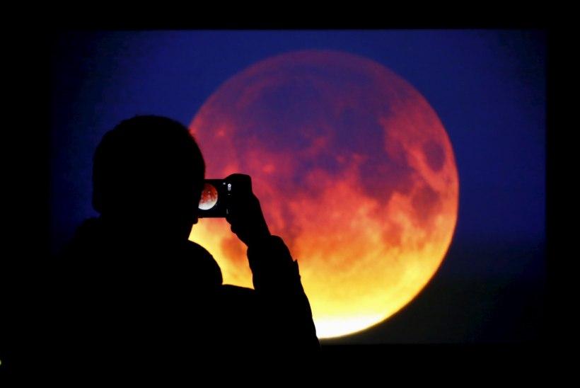 GALERII |  Inimesed üle maailma said näha superkuud