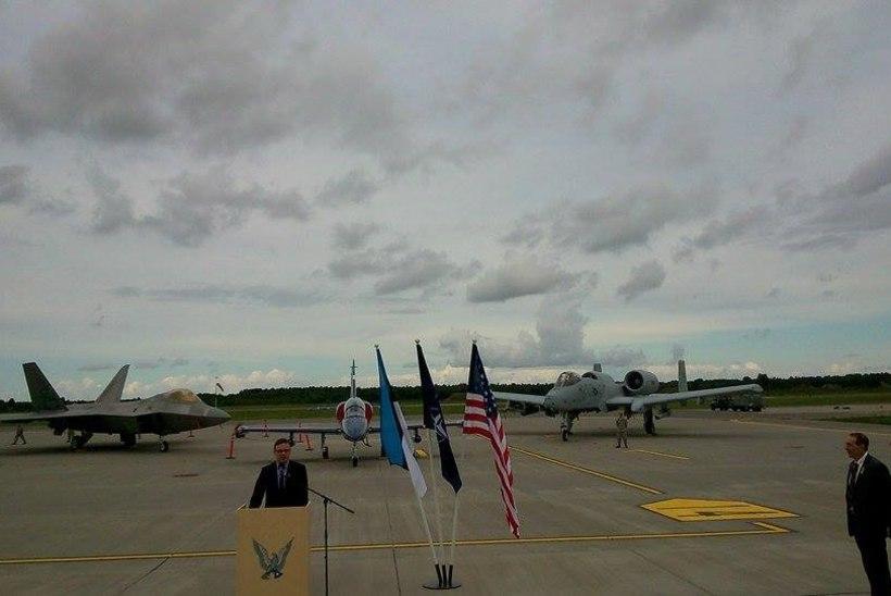FOTOD | Ämaris maandusid USA hävitajad F-22