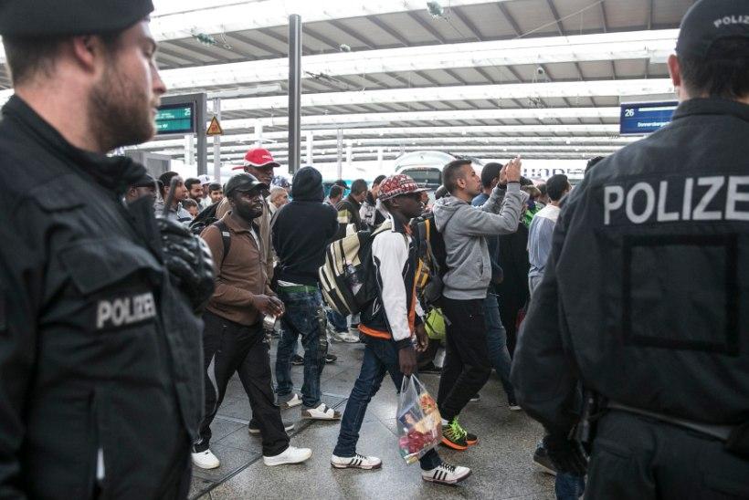 VIDEO | Vaimustunud sakslased tervitasid Münchenisse saabunud pagulasi