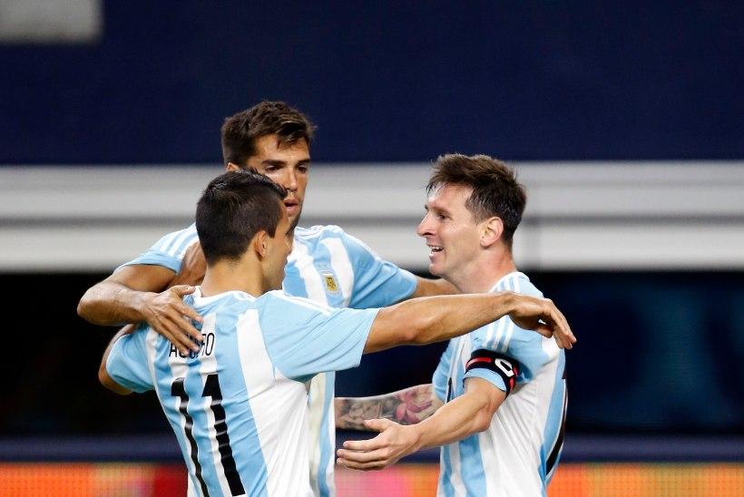 Argentiina oli 85. minutiks 0:2 taga, kuid Agüero ja Messi päästsid päeva