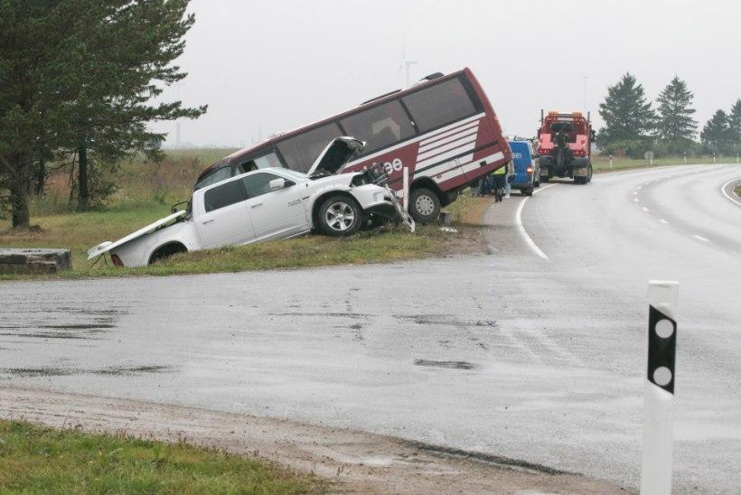 LAPSEVANEM OHTLIKUST RISTMIKUST: hirm on, sest õnnetusse võib sattuda ka meie koolibuss!