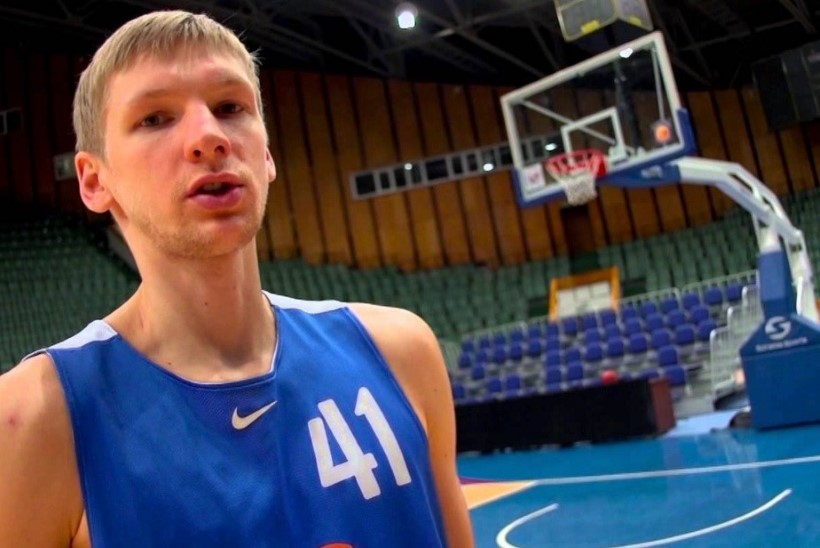 VIDEO | Oleks vinge ka NBAs: Venemaa tagamees surus üle kahe koljati palli korvi!