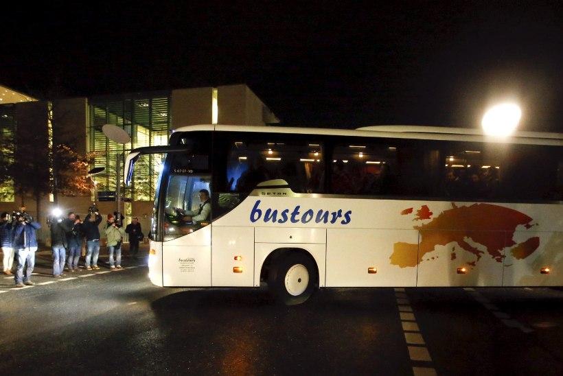 FOTOD | Baieri liidumaa saatis bussitäie pagulasi Merkeli juurde