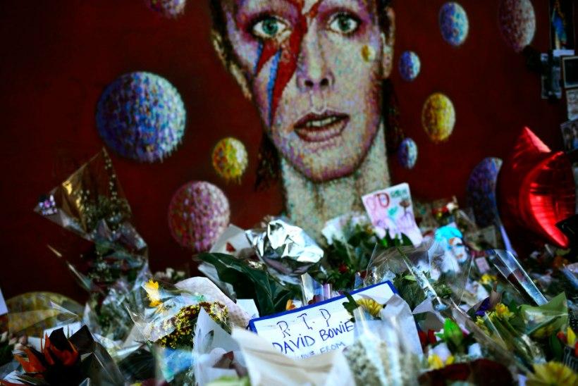 David Bowie tuhk puistatakse mäe lähedusse, mille juures lauljal käia meeldis?