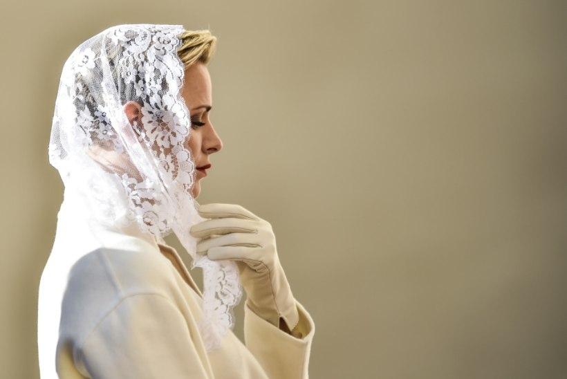 FOTOD | Monaco vürstinna kandis paavstiga kohtumisel valget, olles üks seitsmest inimesest, kel see õigus on