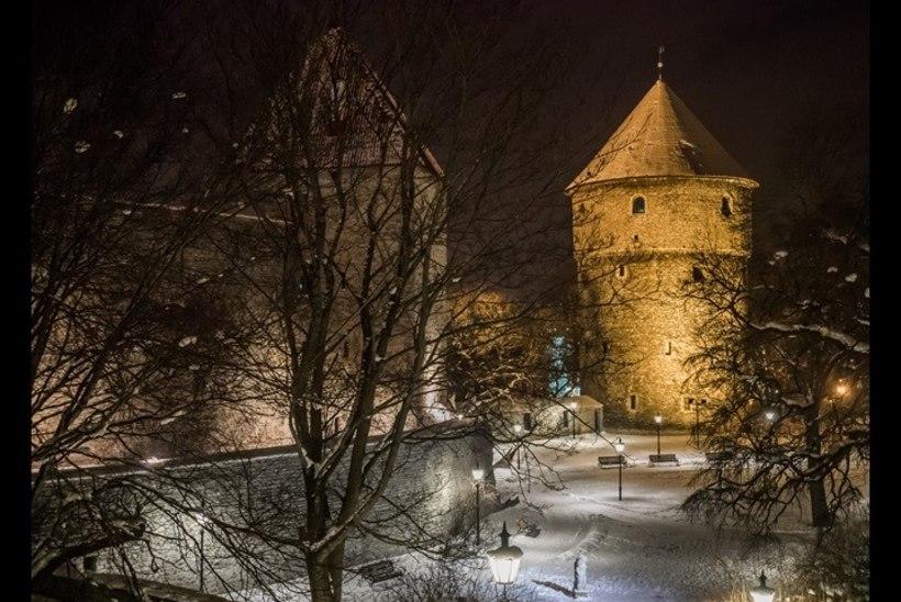 VAATA JA IMETLE: Eesti fotograafi kaunid vanalinnakaadrid koguvad netis Tallinnale kuulsust