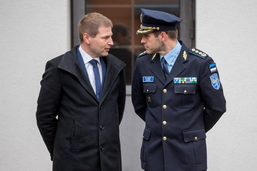 Pevkur: Vaher jääb ametisse, aga saab kollase kaardi
