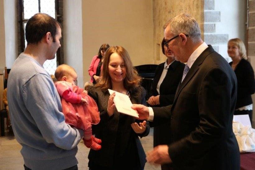 FOTOD | Tallinna raekojas õnnitleti uusi ilmakodanikke