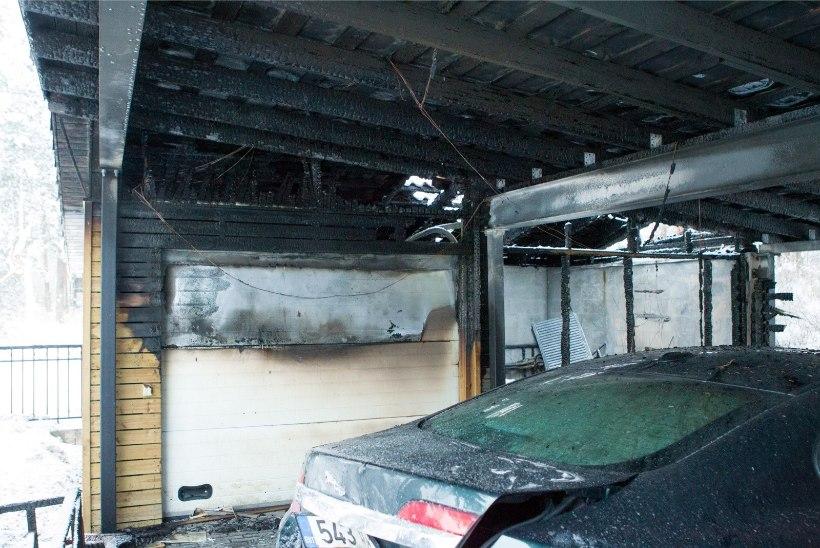 FOTOD SÜNDMUSKOHALT | Olümpiapronks Allar Levandi garaažis puhkenud tulekahjust: põles kuur ja kaks autot, kõik mahakandmisele
