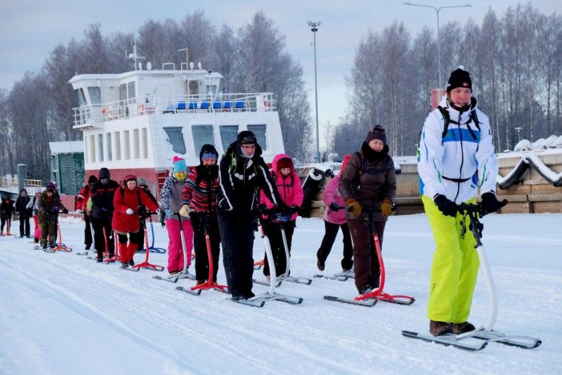 Avasta talvist Eestimaad: kuidas tõukekelguga Piirissaarel käia saab