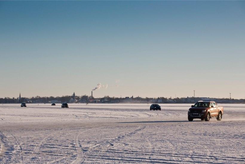 Konflikt merel: Haapsalu-Noarootsi jäätee suleti ootamatult, autosid ei lastud tagasi kaldale