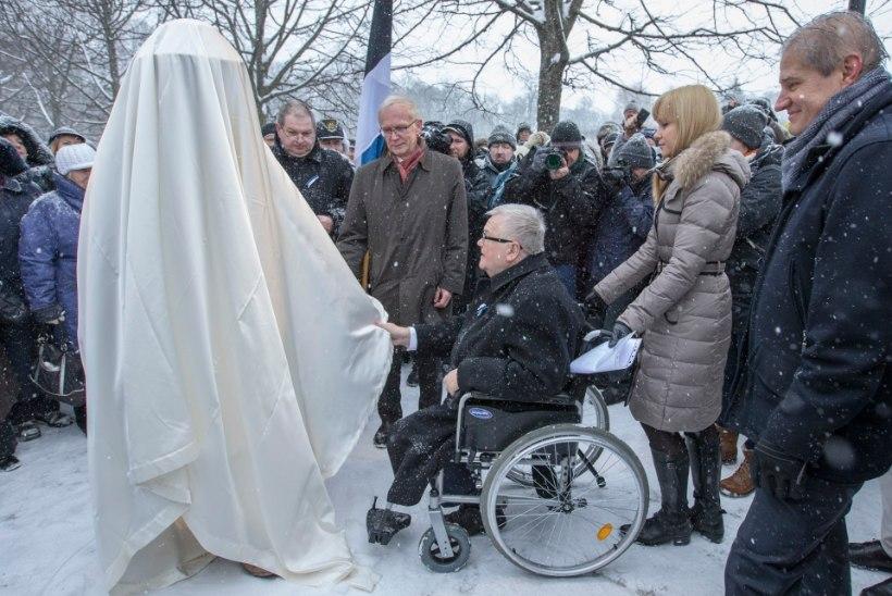 GALERII   Edgar Savisaar avas Jaan Poskale pühendatud mälestussamba