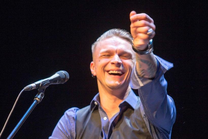 Tanel Padar andis kõrges palavikus vaevelnud Ott Leplandi asemel kontserdi