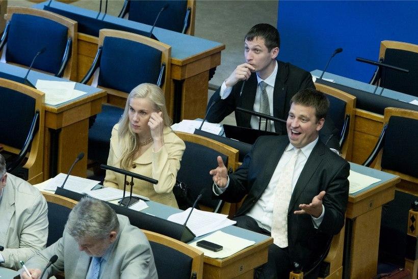 Dmitrijev jätkab riigikogus tööd kriminaalmenetluse lõppemiseni