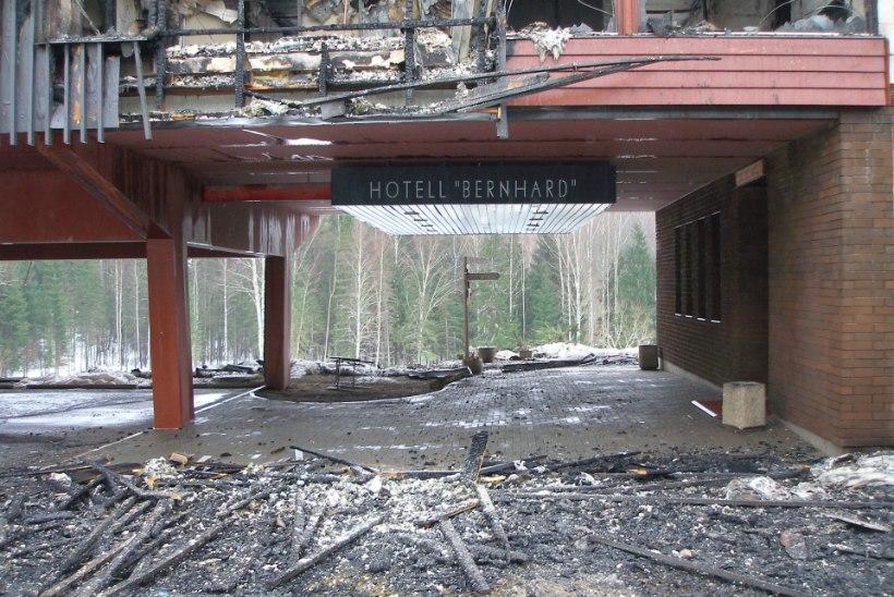 FOTOD | Politsei uurib Otepää hotellipõlengut süütamise paragrahvi järgi