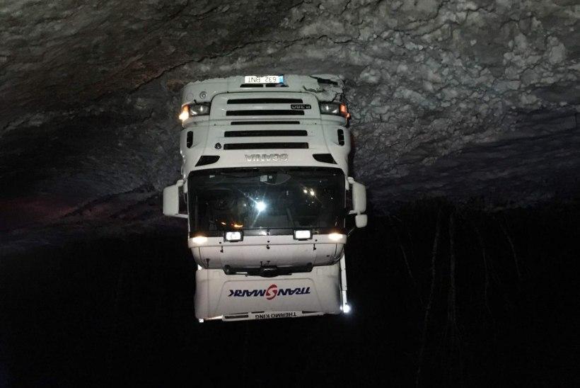 Libedad maanteed viisid kõikjal Eestis järjepanu autod kraavi