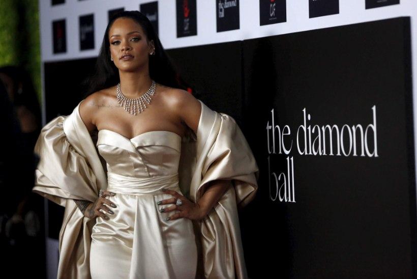 Rihanna jagab uut plaati tasuta