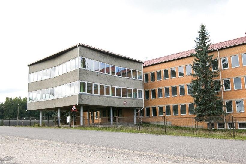 Riik pani lahingukooli peahoone 200 000 euro eest enampakkumisele