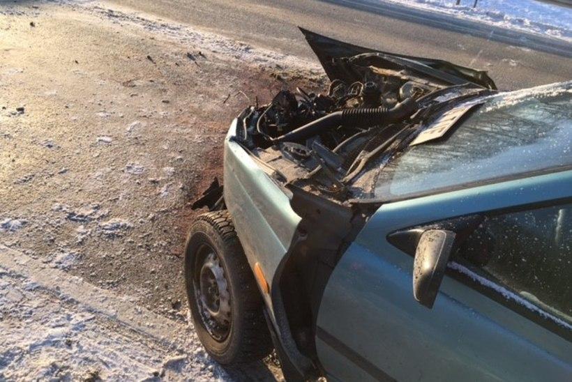 FOTOD SÜNDMUSKOHALT   Tallinna-Tartu maanteel põrkas kokku kaks sõiduautot