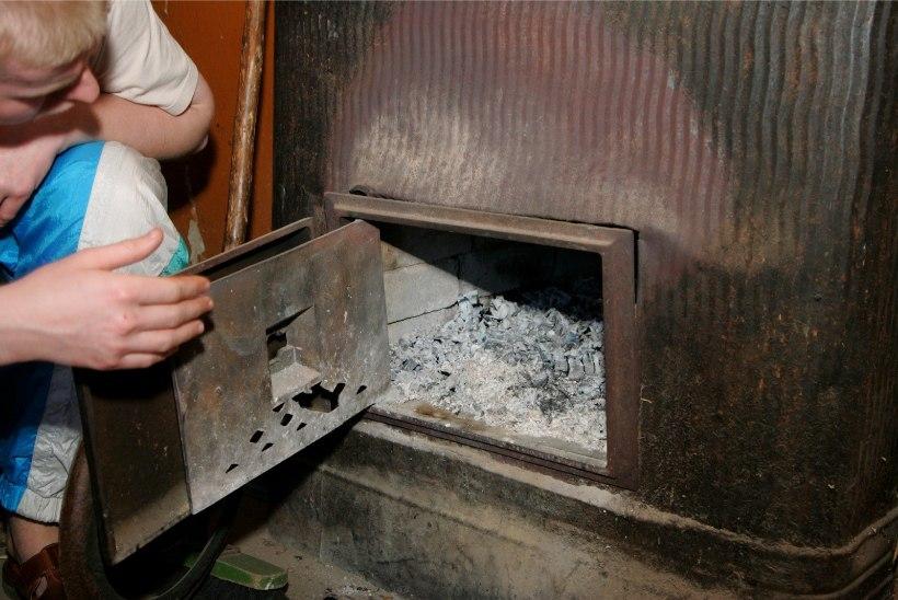 Päästeamet: kui ahju kütmine keelatakse, tuleb leida uus elukoht