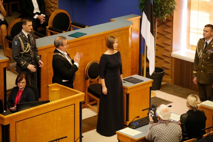 Kersti Kaljulaid kandis presidendivahetuse tseremoonial pankrotistunud disaineri kleiti
