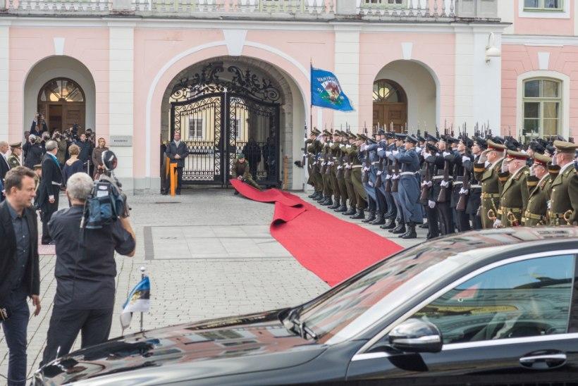 Presidendid vahetusid sujuvalt, kuigi punane vaip kippus õhku tõusma