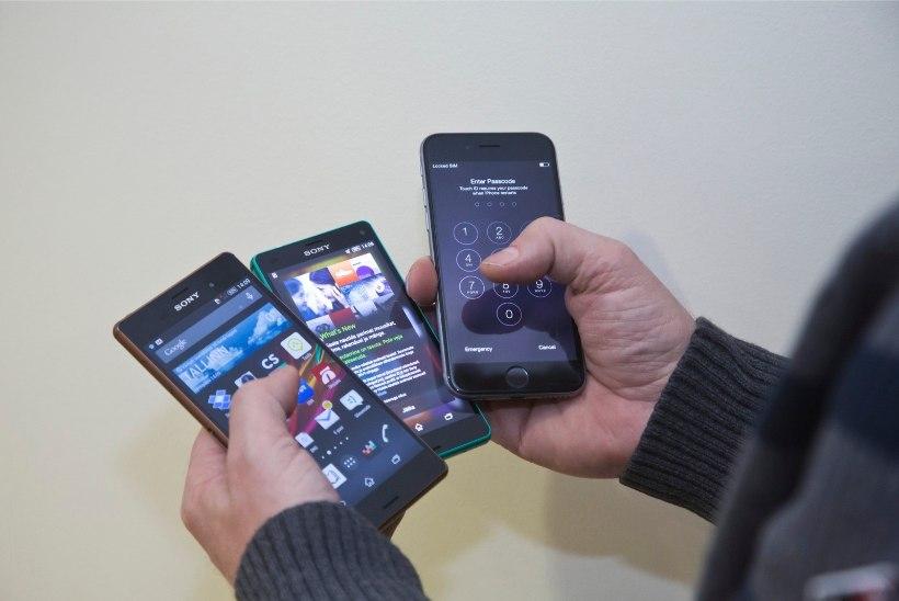 Noored ostsid võltseurodega mobiile