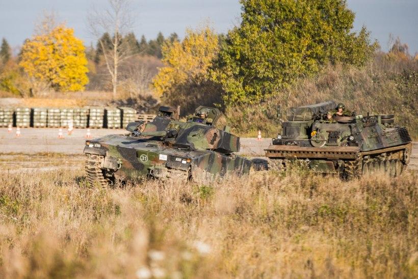 Eestisse jõudnud lahingumasinad teevad juba trikisõite