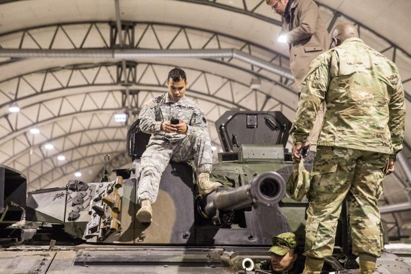 GALERII JA VIDEO | Eestisse jõudnud lahingumasinad teevad juba trikisõite