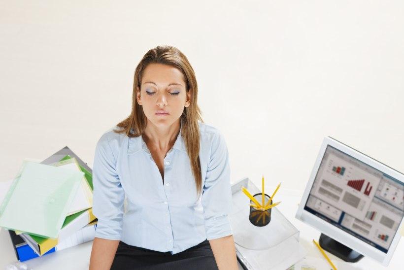 Muuda oma töökeskkond inspireerivaks: viis head joogaharjutust kontorirottidele