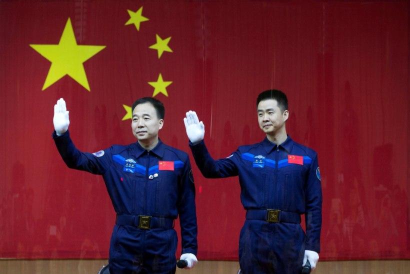 FOTOD JA VIDEO | Hiina saatis kaks inimest riigi pikimale kosmoselennule