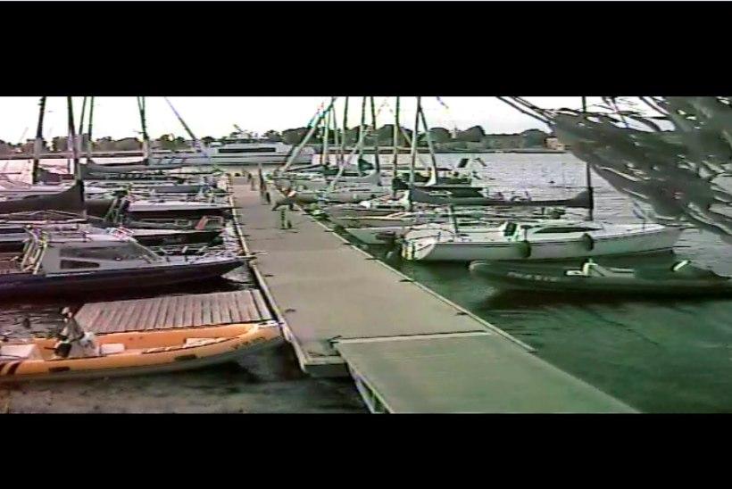 VIDEO | Kuidas kiirlaev Runö Pärnu sadamas jahte lõhkus
