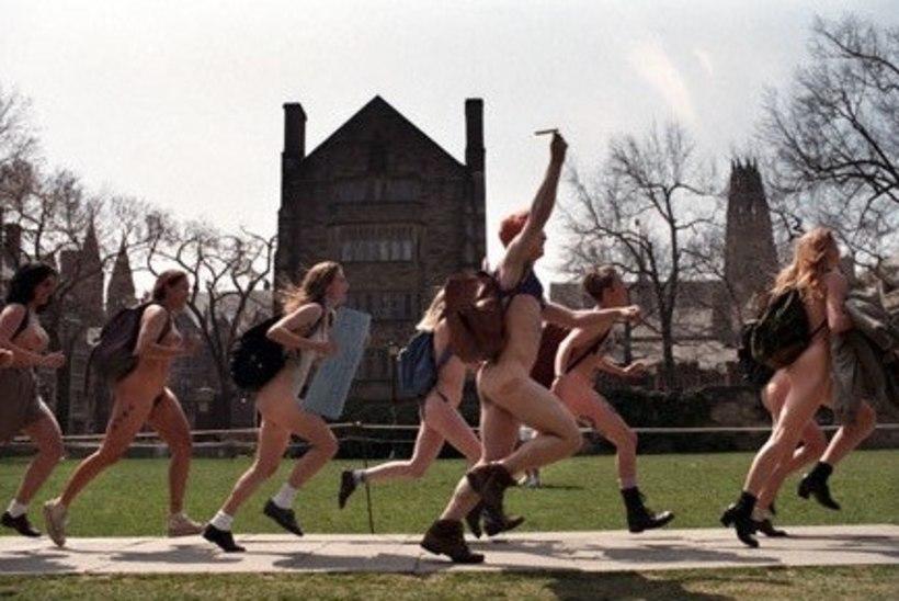 OH SA POISS! Porgandpaljad Cambridge'i sportlased poseerisid heategevuse nimel