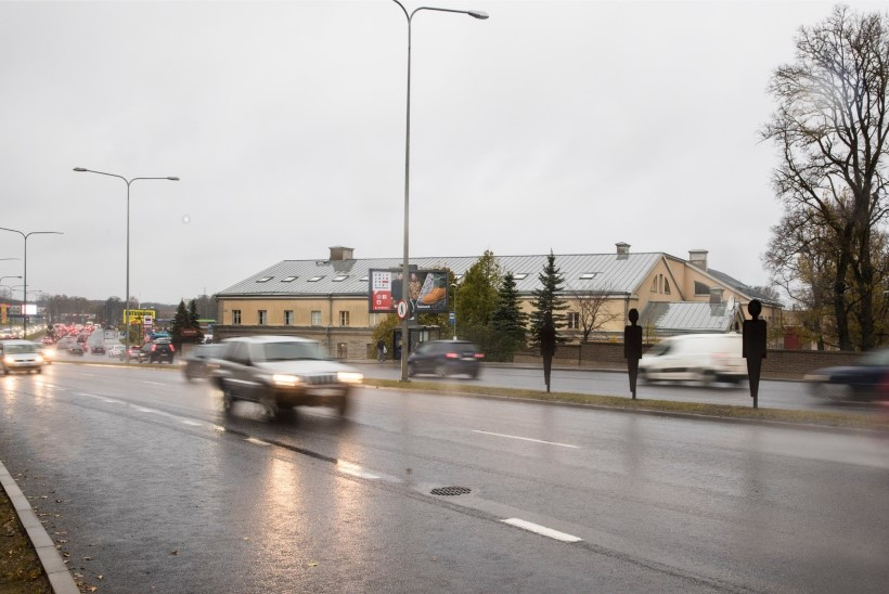 ŠOKITERAAPIA: Tallinn pani teele hukkunud jalakäijaid sümboliseerivad mustad inimkujud