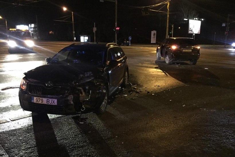 VIDEO   Väljakutsele kihutav politseipatrull põrkas kokku Lexusega