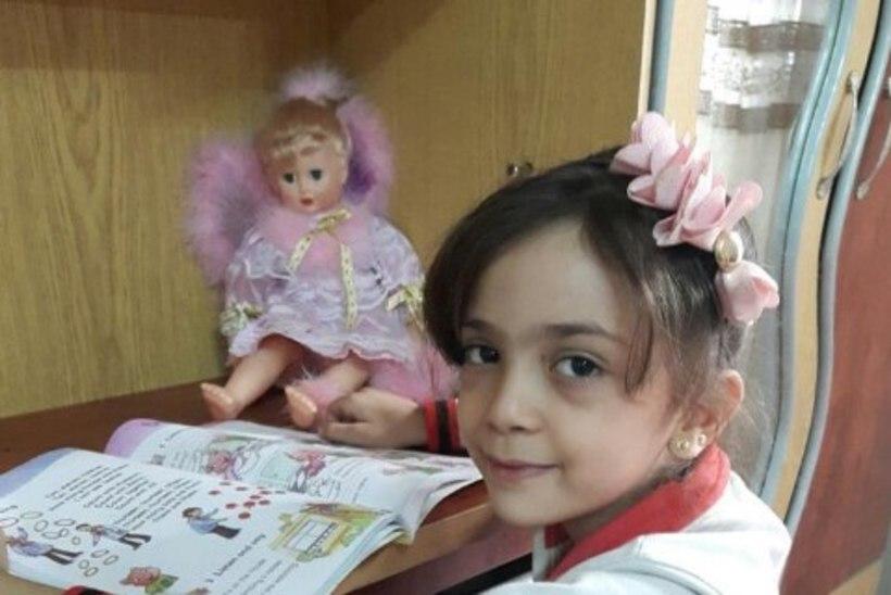 Seitsmeaastane tüdruk säutsub pommirahe all olevast Süüria linnast