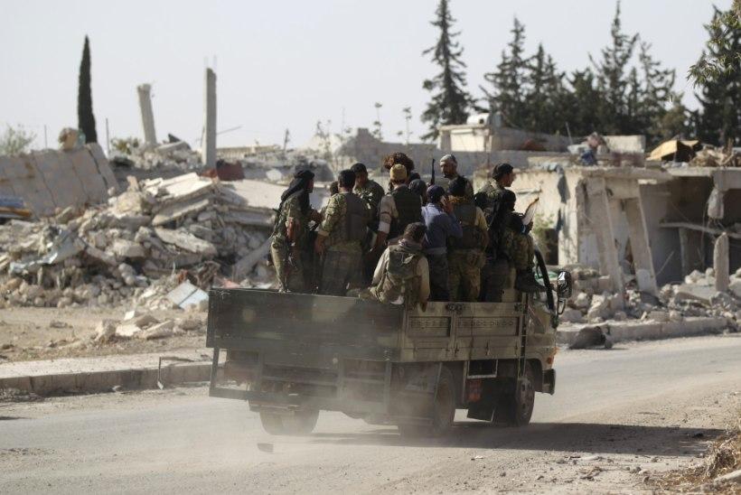 Süürias liiguvad Türgi toetatud mässulised Islamiriigi tugipunkti poole