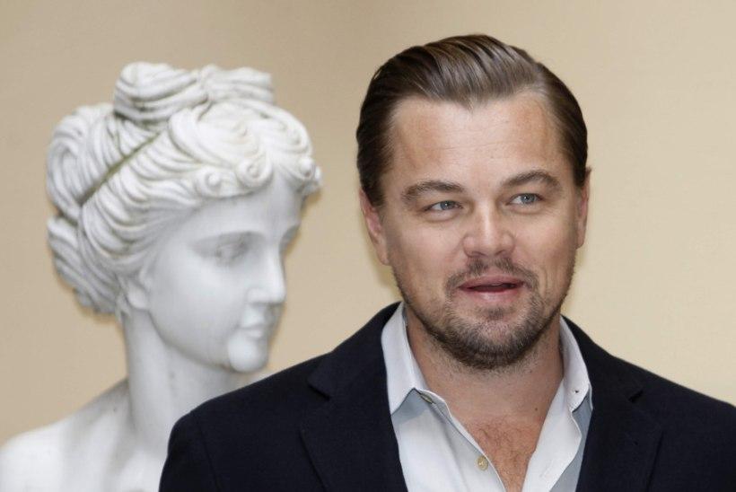 RAHA EI HAISE: Leonardo DiCaprio hoiab räpastest miljonitest kümne küünega kinni