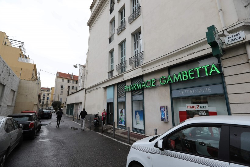 Kohtu ette toodi Prantsusmaal jõuka naise röövinud kamp