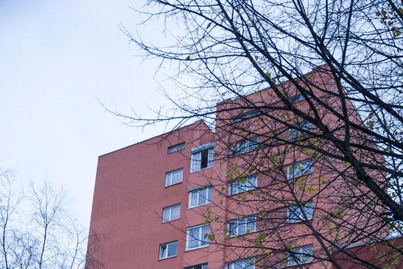 Kaheaastane laps kukkus alla 8. korruse aknast